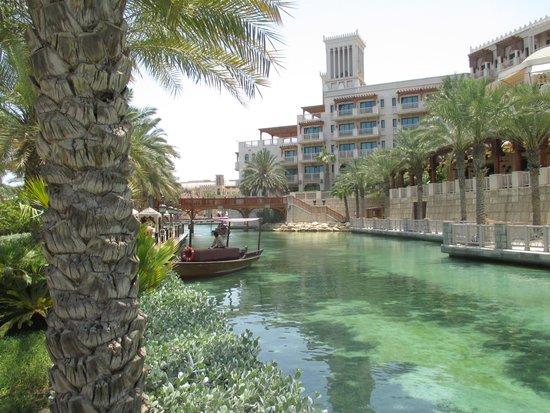 Jumeirah Dar Al Masyaf at Madinat Jumeirah : 3 KMS of Saltwater Lagoon take you by boat to your room