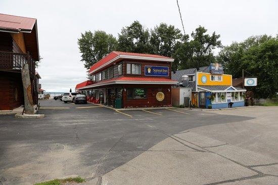 Sunset Inn on the Park: Kontoret ud til vejen