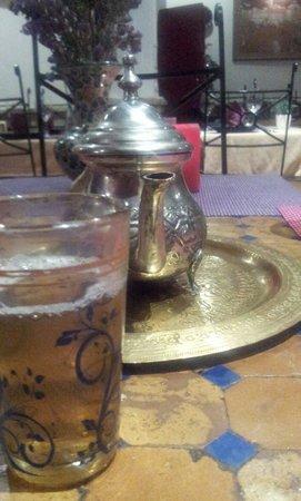 Al-Medina: Lovely mint tea!