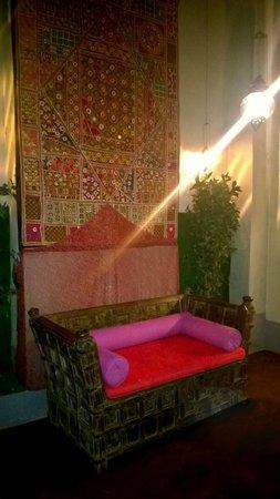 Karmacola : Traditional Sofa !