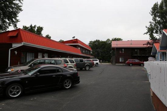 Sunset Inn on the Park: Området set fra stranden mod vejen