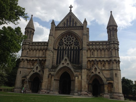 St Albans Cathedral: The facade