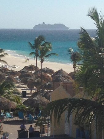 Costa Linda Beach Resort: The view of a departing cruise ship from the balcony of our room