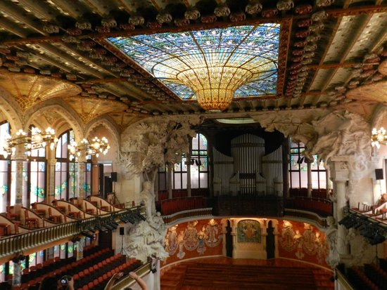 Palau de la Musica Orfeo Catala: 900lbs of stainedglass hanging from the roof