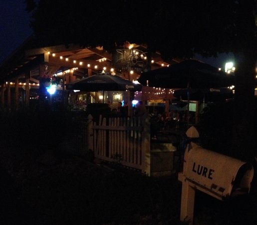 Lure Bistro: Cute at night