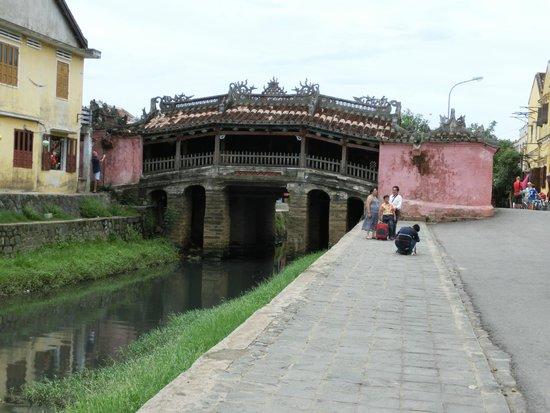 Japanese Covered Bridge: 来遠橋