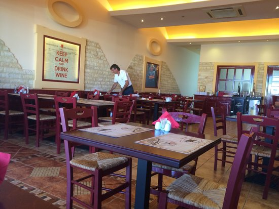 El Toro Steak House : Clean, bright restaurant!