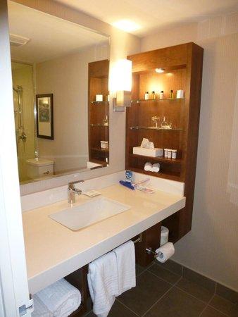 Delta Kingston Waterfront Hotel : Bathroom