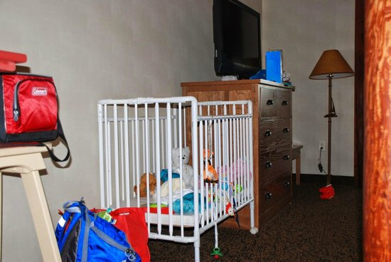 Stoney Creek Hotel & Conference Center - Sioux City: TV and nightstand in bedroom with crib added on request