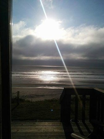 Westshore Oceanfront Motel: View from the sliding glass door