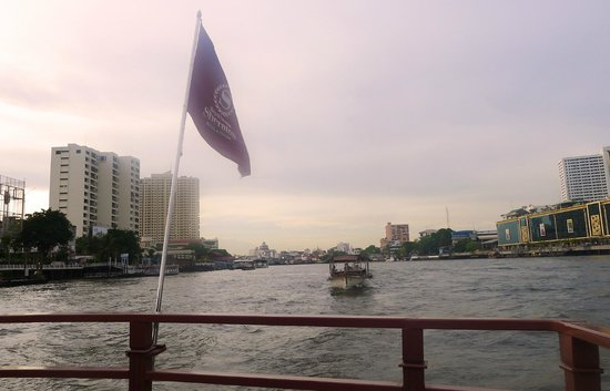 Royal Orchid Sheraton Hotel & Towers : the complimentary hotel boat river shuttle