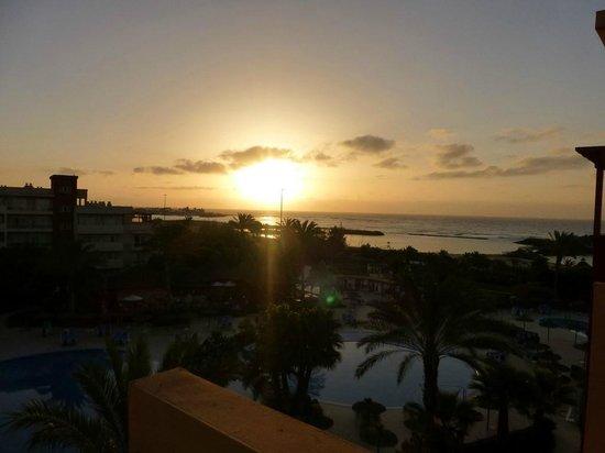Hotel Elba Carlota : mooie zonsopgang van op ons balkon