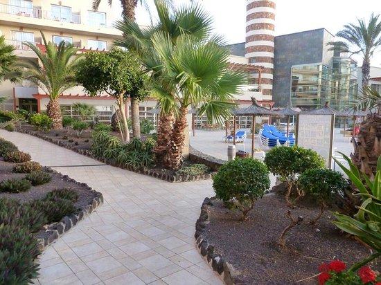 Hotel Elba Carlota : weg naar zwembad