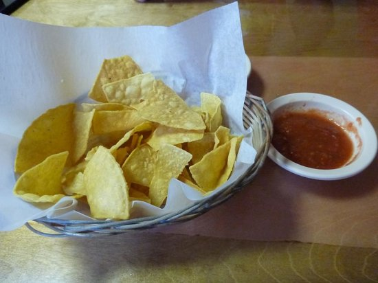 Los Mariachis: Chips & Salsa