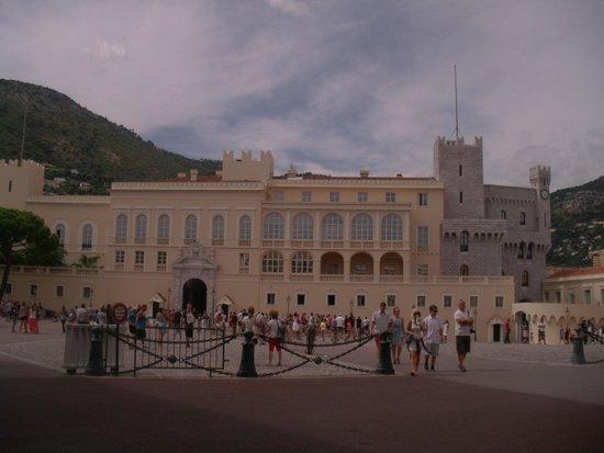 Prince's Palace (Palais du Prince) : vue de face