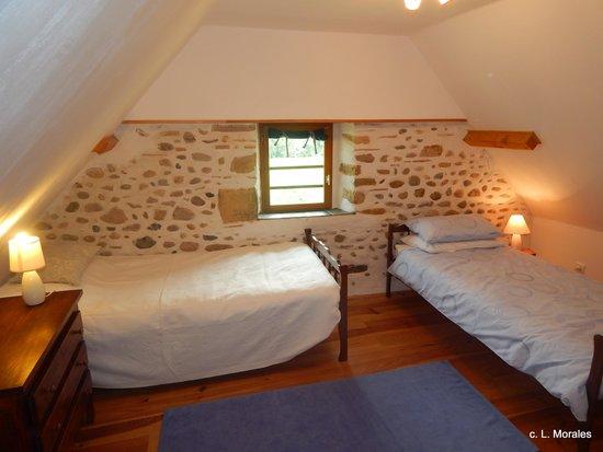 Susmiou, Francia: Twin Bedroom
