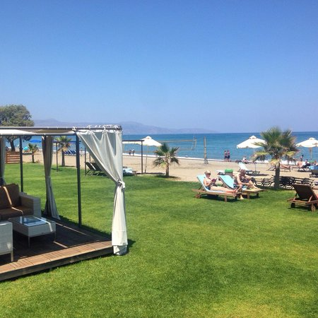 Minoa Palace Resort : Strand delen av hotellet