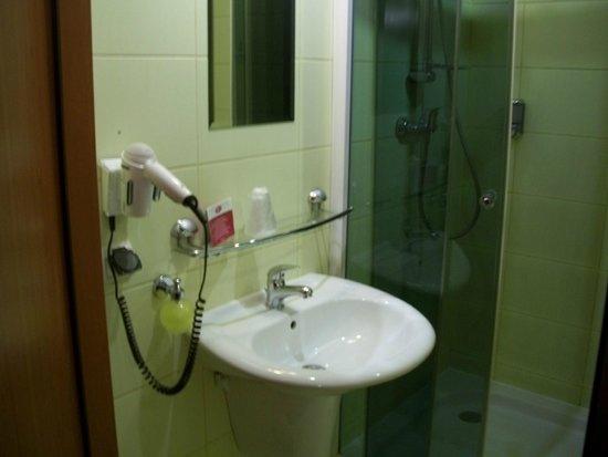 Alexander Hotel: Baño