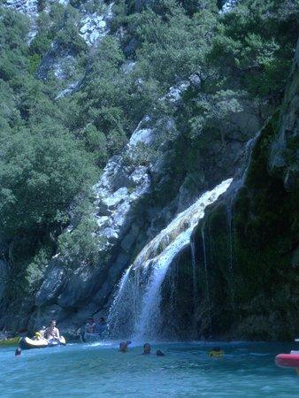 Petite cascade dans les gorges du verdon picture of lac for Camping sainte croix du verdon avec piscine