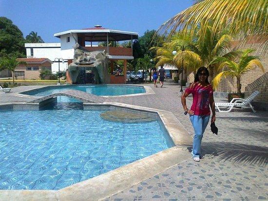 Hotel aparto suites esenada puerto cabello venezuela opiniones y comentarios peque o - Hoteles en huesca con piscina ...