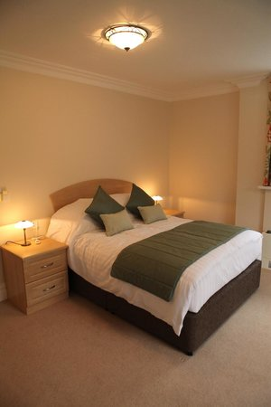 The Grove Hotel: bedroom