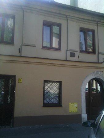 Alexander Hotel: Casa anexa sin ascensor donde me alojaron