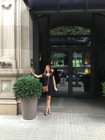 Alma Barcelona: Front entrance