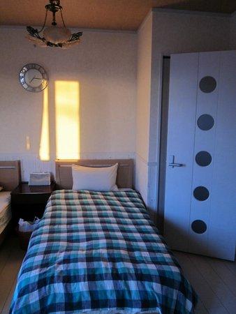 Auberge Bonne Chere Raout: 夕焼けに染まる部屋