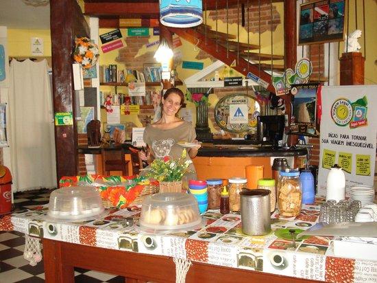 Arraial d'Ajuda Hostel : Café da manhã delicioso