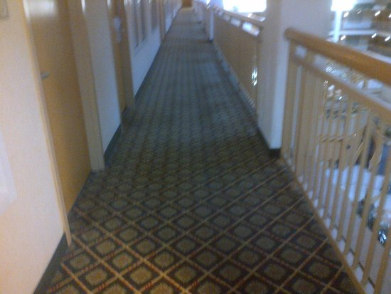 Embassy Suites by Hilton Columbus Dublin: Second long walkway to elevator.  For those with mobility issues this is difficult.