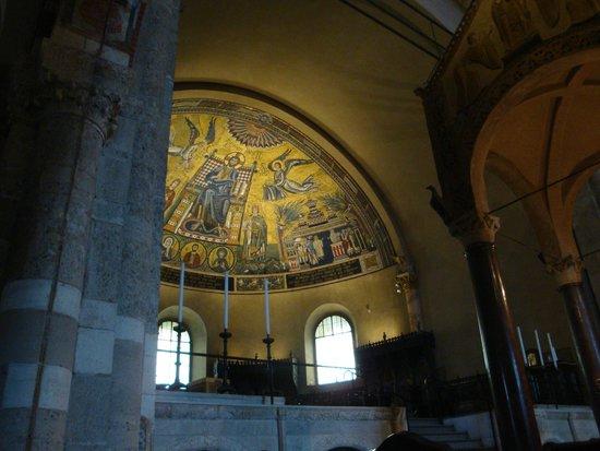 Basilica di Sant'Ambrogio: 内部