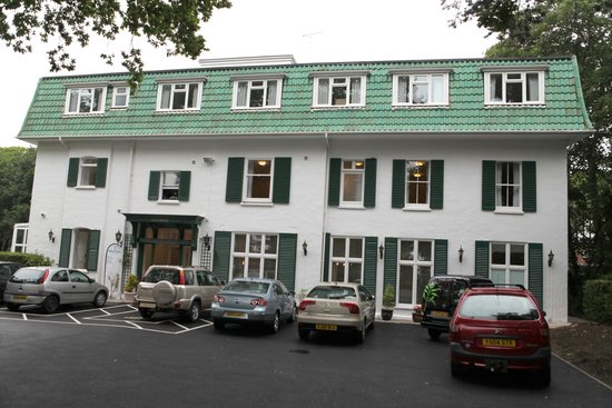 The Grove Hotel: Front of Hotel