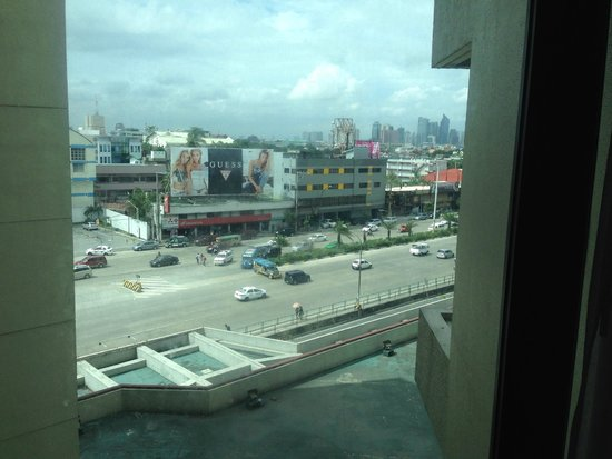 The Heritage Hotel Manila : View from my room of EDSA