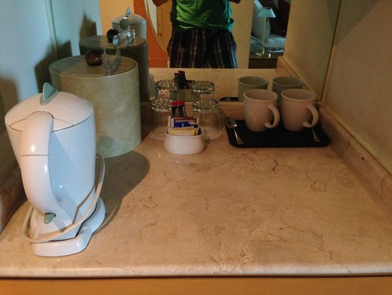The Heritage Hotel Manila: Nice to have a kettle!