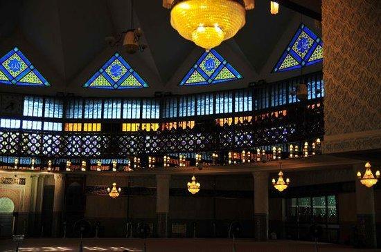 National Mosque (Masjid Negara) : マスジット・ネガラの礼拝堂