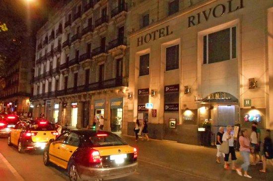 Hotel SERHS Rivoli Rambla: A Rambla é um constante espetáculo