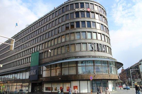 Original Sokos Hotel Vaakuna: 駅近くどこに行くにも便利です(デパートも同じビル)