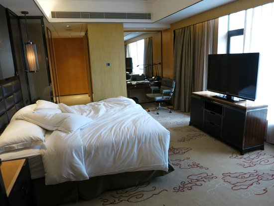 Hilton Zhongshan Downtown: upgraded room