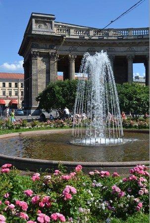 Nevsky Prospekt: Fountain Kazanskaya Ploschad