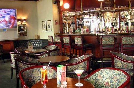 Ramses Hilton: parte del casino bar del hotel....