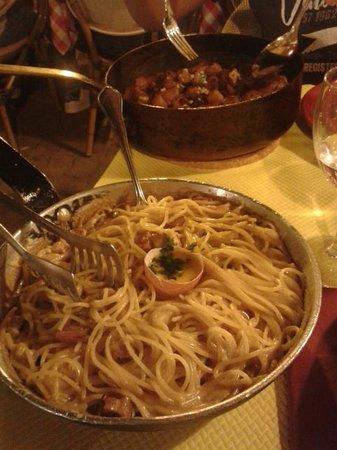 A Piazzetta: carbonara & veau à la pancetta avec frites maison