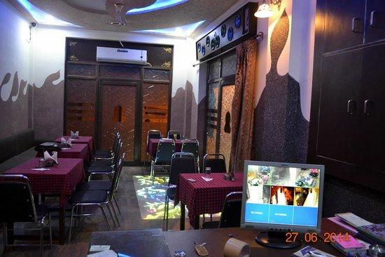 Lucky Restaurant & Guest House: restaurant