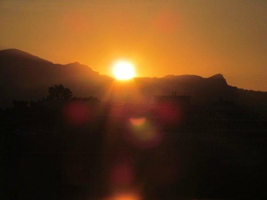 SuneoClub Haiti: Mountain sunset from 5th floor balcony