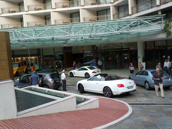 Fairmont Monte Carlo : Entrée de l'hôtel