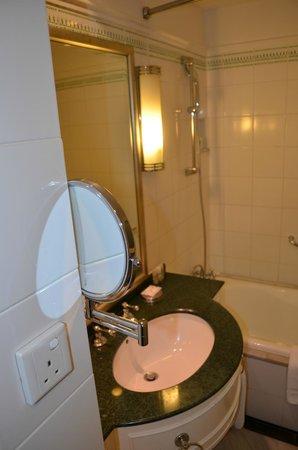 Le Meridien Kuala Lumpur : Bathroom