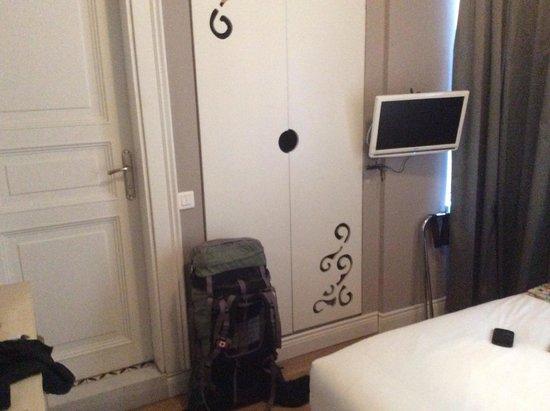 ODDA Hotel : The room's closet