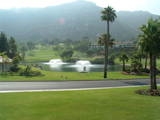 Welk Resort San Diego : fishing pond 9th hole
