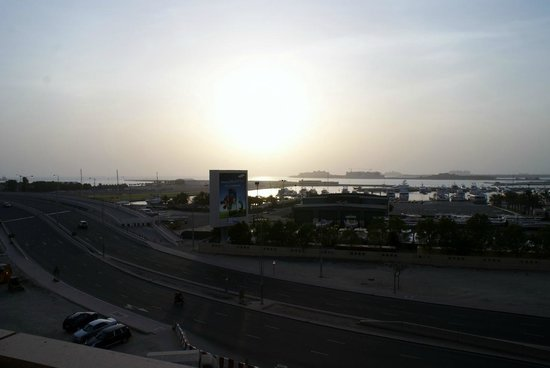 Dubai Marriott Harbour Hotel & Suites : View of the Palm and Arabian Gulf