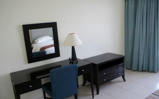 Dubai Marriott Harbour Hotel & Suites : Bedroom