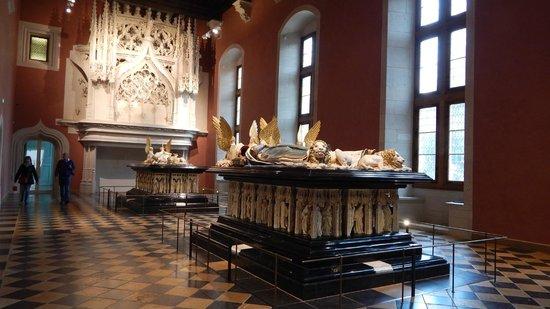 Musée des Beaux-arts de Dijon : Visione di insieme delle due tombe